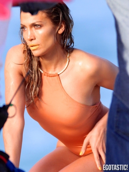 jennifer-lopez-in-one-piece-swmsuit-on-video-set-05-435x580