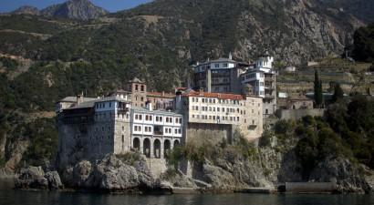 Αγνοείται μοναχός στο Άγιον Όρος ο οποίος έπεσε από βάρκα