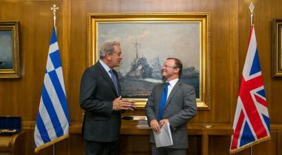 Τετ α τετ Αβραμόπουλου με τον Βρετανό Πρέσβη στην Ελλάδα