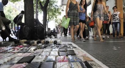 Συλλήψεις για παραεμπόριο στο κέντρο τής Αθήνας