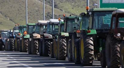 """""""Ζεσταίνουν"""" ξανά τα τρακτέρ οι αγρότες"""