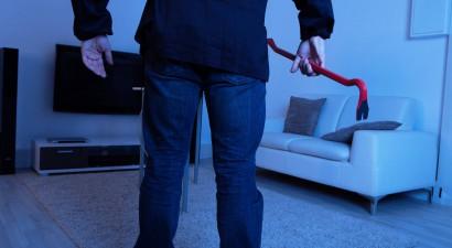 Επιτέθηκε με λοστό στην πρώην σύζυγό του