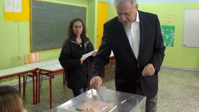 Στο Παγκράτι άσκησε το εκλογικό του δικαίωμα ο Αβραμόπουλος
