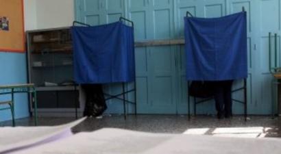 Μπουνιές σε αντιπρόσωπο της Χρυσής Αυγής σε εκλογικό τμήμα στον Πειραιά
