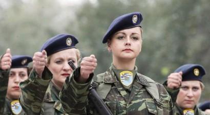 Η Ολομέλεια του ΣτΕ θα κρίνει αν οι γυναίκες οπλίτες μπορούν να καταταγούν σε μάχιμες θέσεις