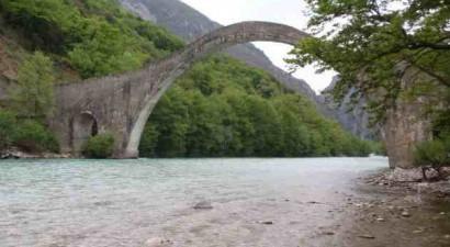 Κατέρρευσε το ιστορικό γεφύρι της Πλάκας στα Τζουμέρκα