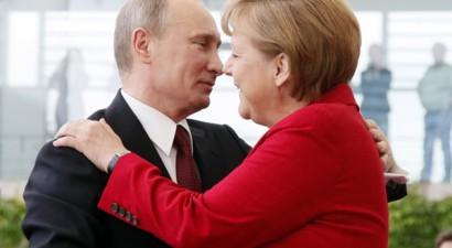 Με νέο γύρο κυρώσεων απειλεί τη Μόσχα η Μέρκελ