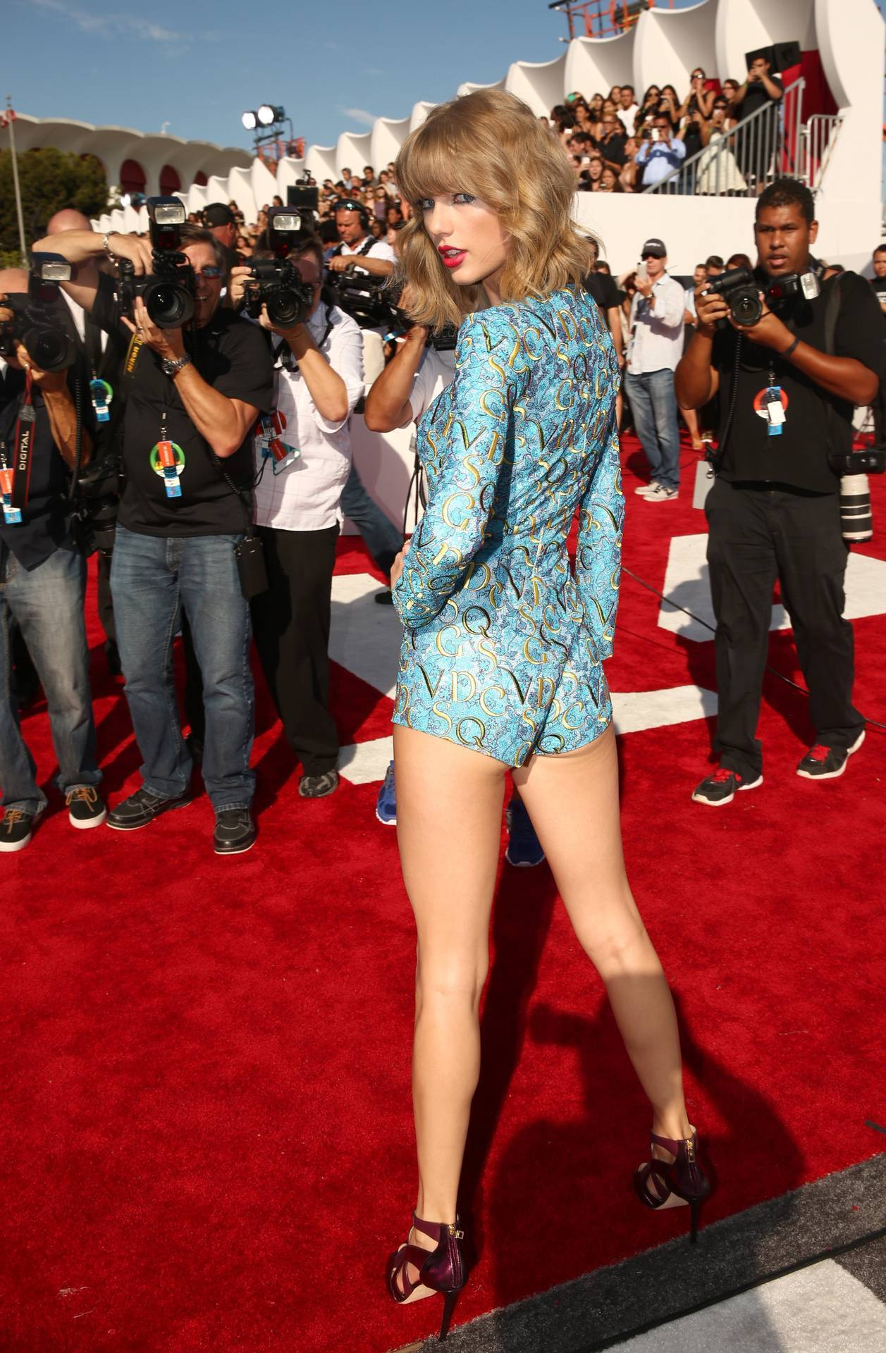 133179-taylor-swift-hot-ass-legs-red-o1xz • Η Άποψη