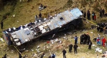 Περού: Πολύνεκρη τραγωδία από πτώση λεωφορείου σε φαράγγι 1000 μέτρων