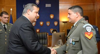 ΥΠΕΘΑ: Μετάλλιο Εξόχου Πράξεως στον ηρωικό λοχία της Ρόδου