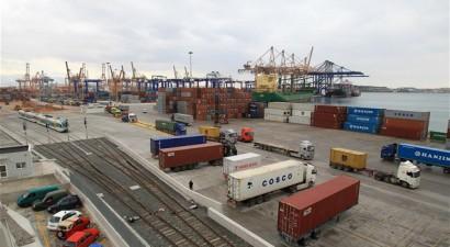 Αυξήθηκε κατά 7,5% η διακίνηση κοντέινερ από την Cosco στον Πειραιά