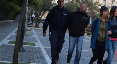 Συνεργός του Βασίλη Παλαιοκώστα μεταξύ των συλληφθέντων για την κατάληψη στην Πρυτανεία
