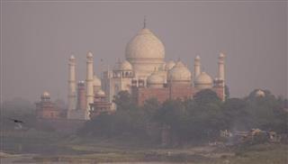 Καύσωνας φονιάς πλήττει την Ινδία