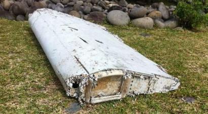 """""""Σχεδόν βέβαιο"""" πως τα συντρίμμια που βρέθηκαν ανήκουν στο χαμένο Boeing της Malaysia Airlines"""