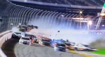 Διαλύθηκε αυτοκίνητο στην πίστα της Daytona! (video)