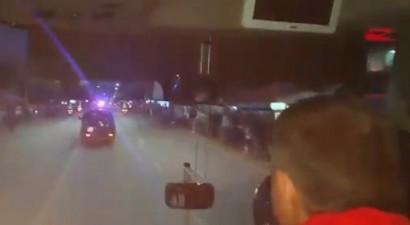 Βίντεο σοκ: Επίθεση Αλβανών στο πούλμαν της Εθνικής Σερβίας