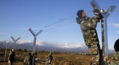 Η ΠΓΔΜ ξεκίνησε το στήσιμο του φράχτη στα σύνορα με την Ελλάδα
