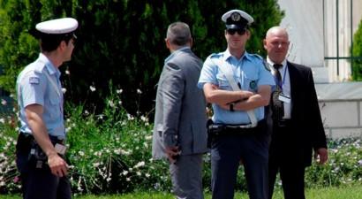Οι αστυνομικοί της Βουλής φορούν ξανά τη στολή τους