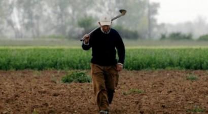 """Ποιοι αγρότες γλιτώνουν """"ψαλίδι"""" 60% στις μηνιαίες  συντάξεις"""