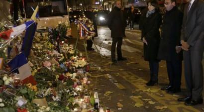 Φόρο τιμής στα θύματα του Παρισιού απέτισε ο Ομπάμα