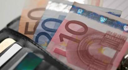 Αναστέλλονται για δύο μήνες οι κατασχέσεις για χρέη στην εφορία