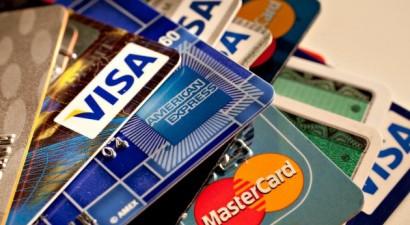 """""""Τσουχτερά"""" πρόστιμα σε όσους δεν δέχονται πιστωτικές κάρτες"""