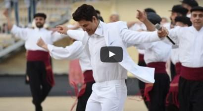 Αποθεωτικό βίντεο: Δείτε τον Σάκη να χορεύει συρτάκι μπροστά σε 30.000 κόσμου