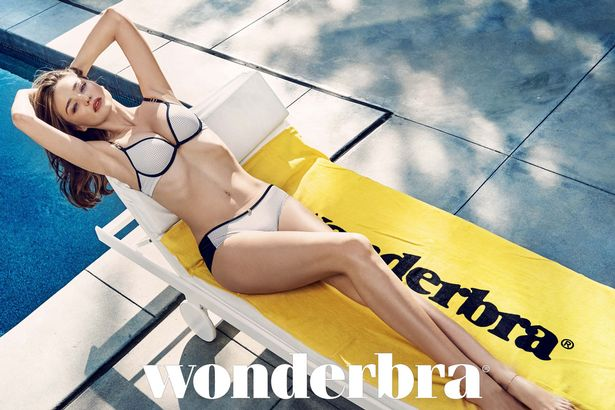 GORGEOUS MODEL MIRANDA KERR SHOWS OFF HER CURVES IN THE NEW 2016  ADVERTISING CAMPAIGN FOR  WONDERBRA.        TNI Press Ltd does not hold or  assert any ... 01a1ec77a3b
