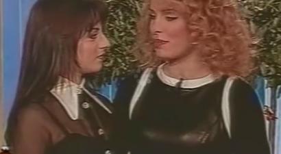 ΣΟΚ: Δείτε πώς ήταν η Πέγκυ Ζήνα στην παρθενική της εμφάνιση στο γυαλί (βίντεο)