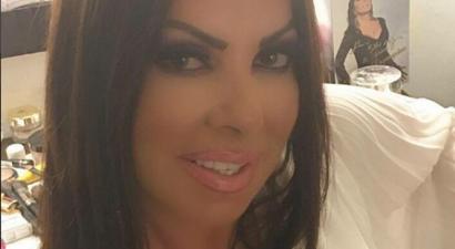 Οι πιο πειραγμένες selfies: Το παράκανε με το photoshop η Άντζελα Δημητρίου