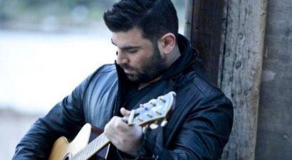 Σοκάρει το βίντεο: Ο Παντελίδης ερμηνεύει με την κιθάρα του το τελευταίο του τραγούδι λίγο πριν πεθάνει