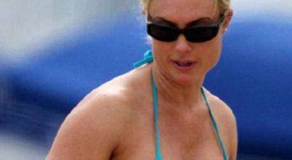 """Απίστευτο """"εργαλείο"""" η Πρόεδρος της Κροατίας - Πήγε παραλία και «σήκωσε» τσουνάμι (φωτο)"""