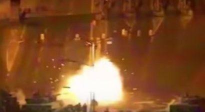 Πολυβόλα και κανόνια των τανκ σκοτώνουν πολίτες στη γέφυρα του Βοσπόρου (βίντεο)