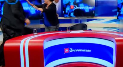 Mπουνιές και κλωτσιές σε τηλεοπτικό στούντιο μεταξύ υποψηφίων (βίντεο)