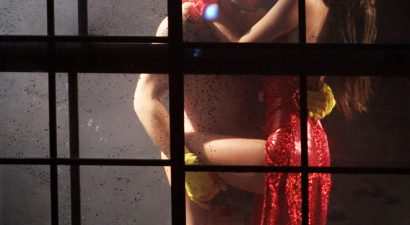 Aασύλληπτες ερωτικές σκηνές σε αθηναϊκή θεατρική παράσταση (εικόνες)