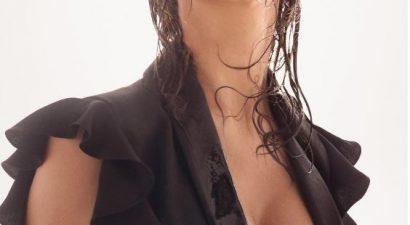 Σέξι φωτογράφιση με παγάκια στο στόμα
