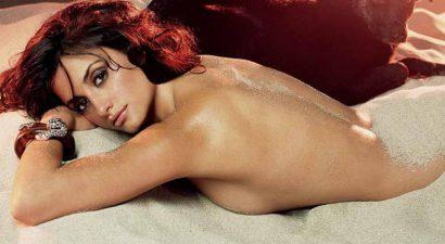 Πενέλοπε Κρουζ: Ποζάρει γυμνή μόνο με ένα παλτό (εικόνα)