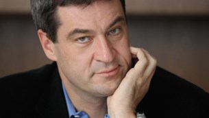 """Nα δοθούν χρήματα στην Ελλάδα μόνο ενέχυρο μετρητά, χρυσό ή γη"""