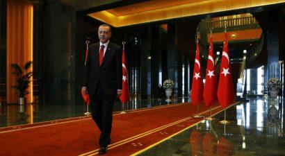 """Στις κάλπες οι Τούρκοι της Γερμανίας για το δημοψήφισμα που κάνει """"Σουλτάνο"""" τον Ερντογάν"""