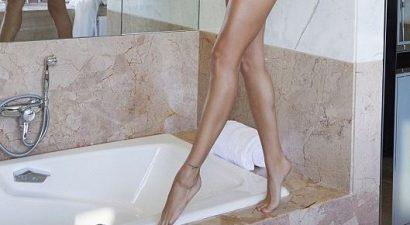Καυτή φωτογράφιση στο μπάνιο